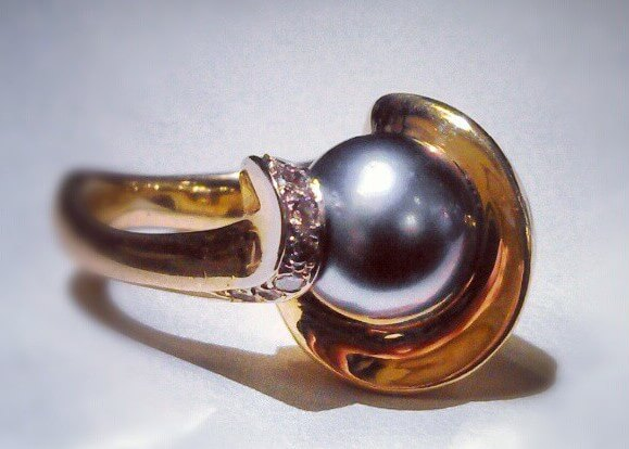 Tahitian Pearl with Diamonds in 18K Ring