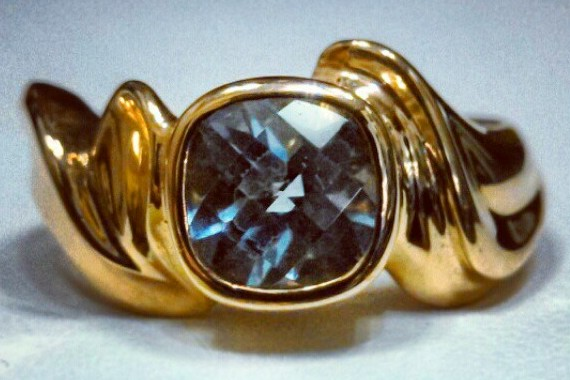 Aquamarine 18k ring