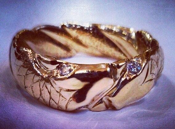 18k snake ring with diamond eyes