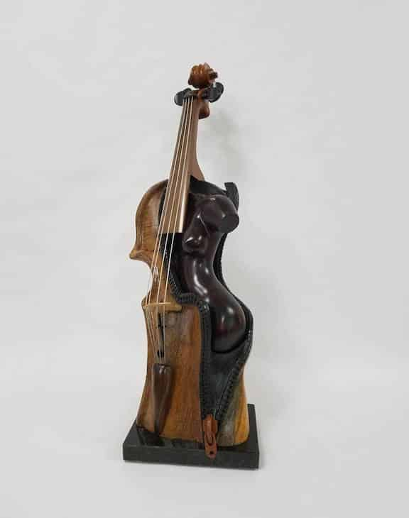 Pet-a-porter violin sculpture by Philippe Guillerm