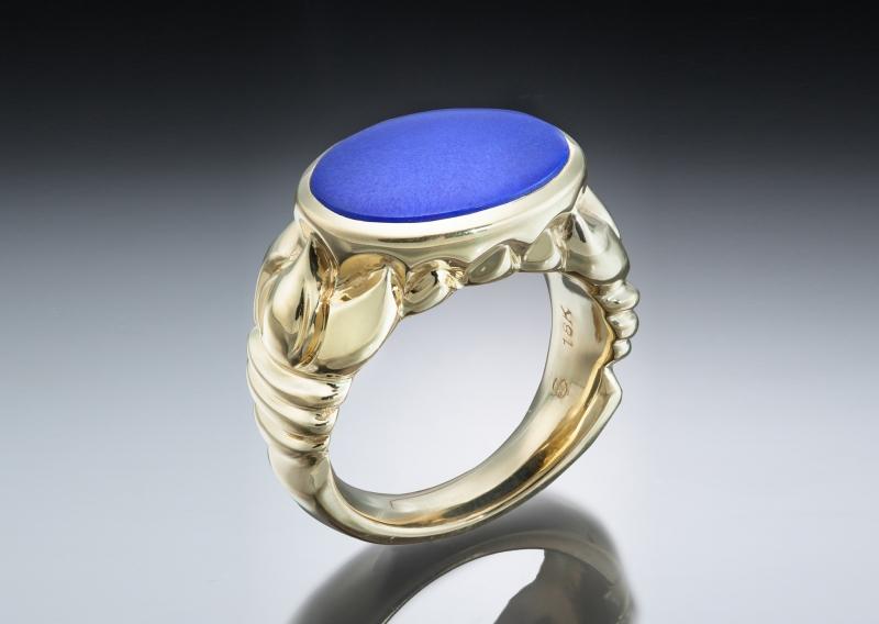 Lapis lazuli & 18k yellow gold carved ring