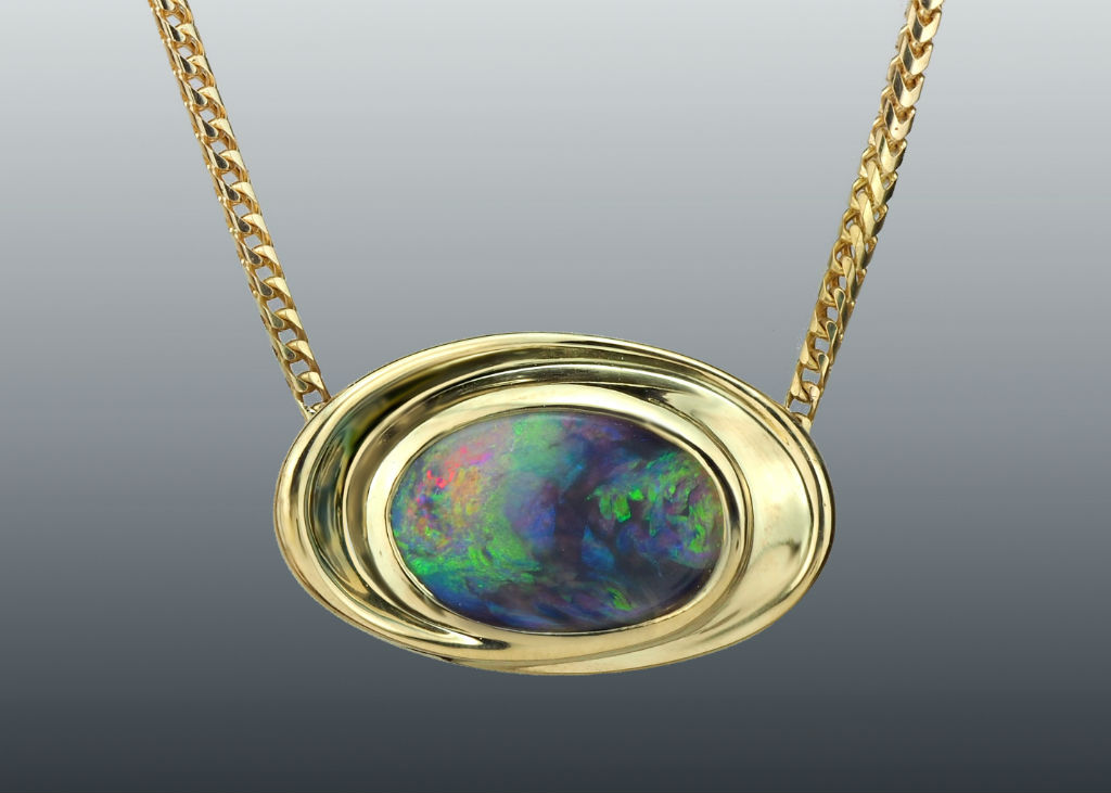 Oval opal 18k necklace